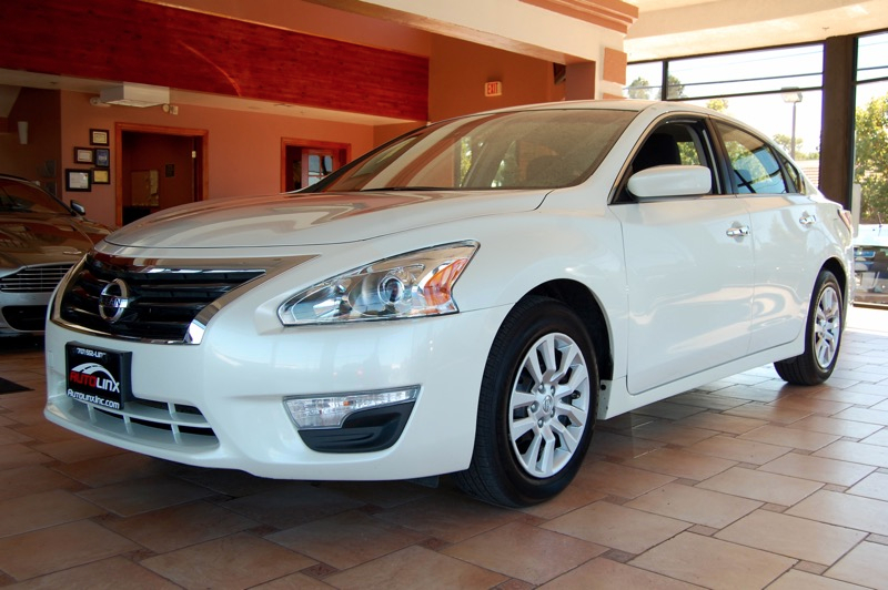 2015 Nissan Altima 25 S Continuously Variable Transmission  White Gray CVT with Xtronic The c