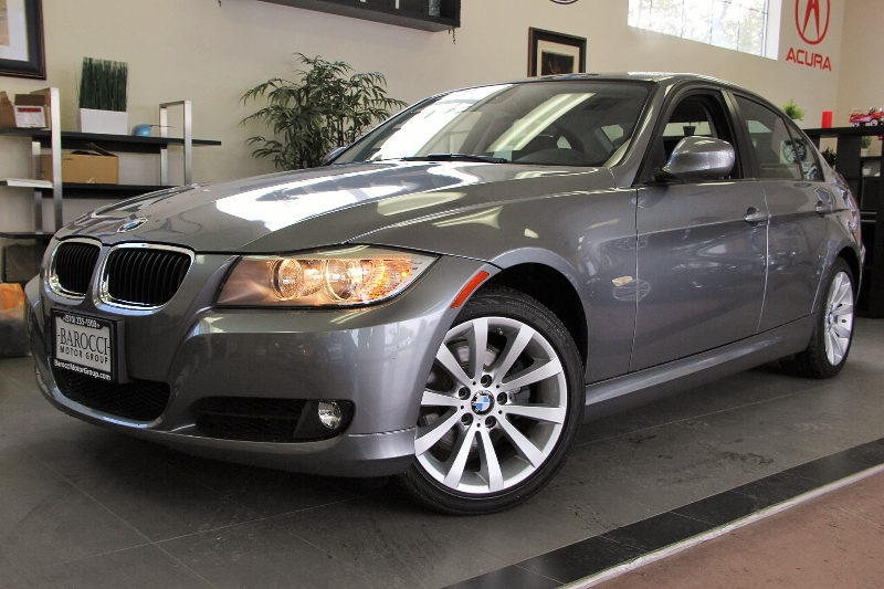 2011 BMW 3 Series 328i 4dr Sedan SA SULEV 6-Speed Automatic  Gray This is a very nice 3 series s
