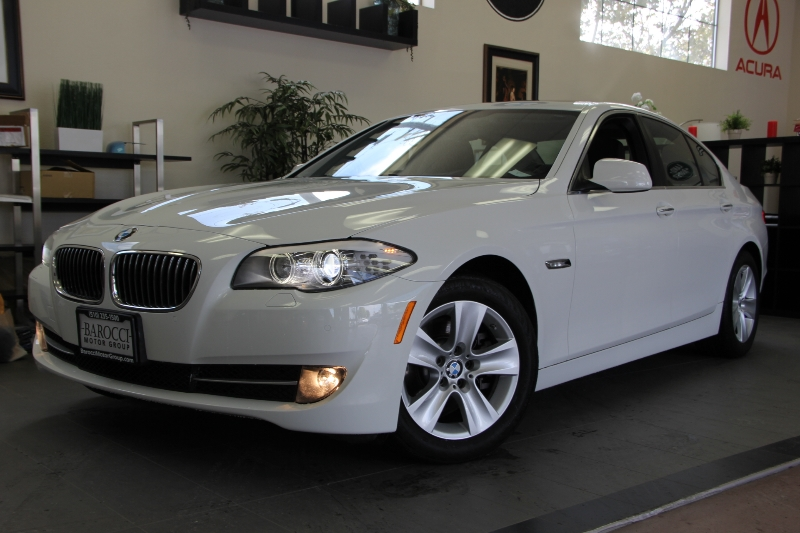 2013 BMW 5 Series 528i 4dr Sedan Automatic White This is a beautiful vehicle in great condition