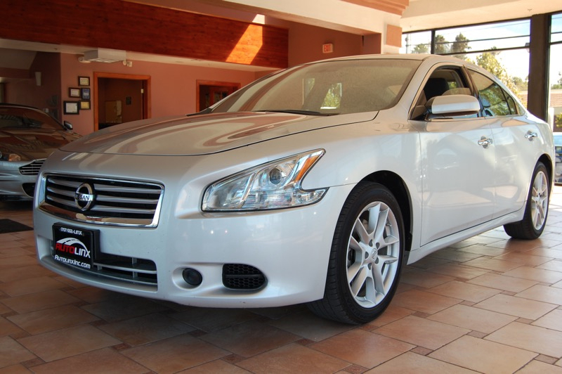 2014 Nissan Maxima SV Continuously Variable Tra Silver Gray Dont wait another minute Wont last