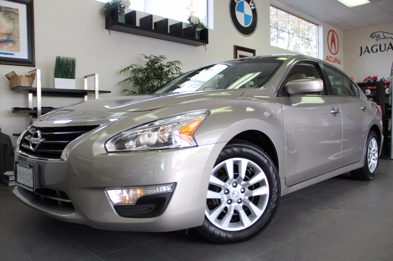 2013 Nissan Altima 25 4dr Sedan Continuously Variable Transmission  Pearl Tan This is a beauti
