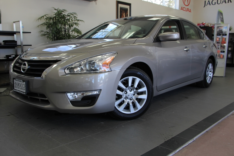 2014 Nissan Altima 25 S 4dr Sedan Continuously Variable Transmission  Champagne Tan This is a