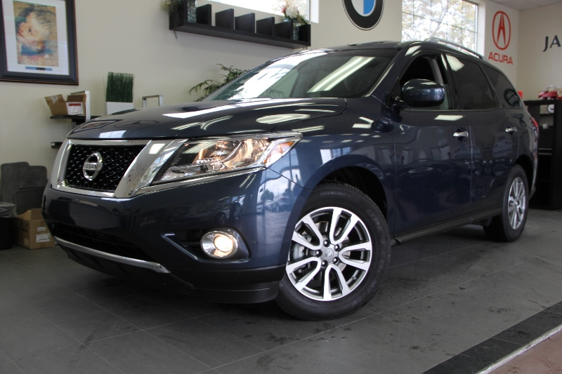 2015 Nissan Pathfinder S 4dr SUV Continuously Variable Transmission Blue Black This is a beauti