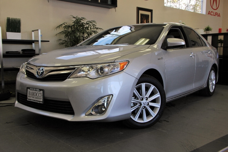 2012 Toyota Camry Hybrid Hybrid XLE 4dr Sedan Automatic cvt Silver Gray This is a beautiful ve