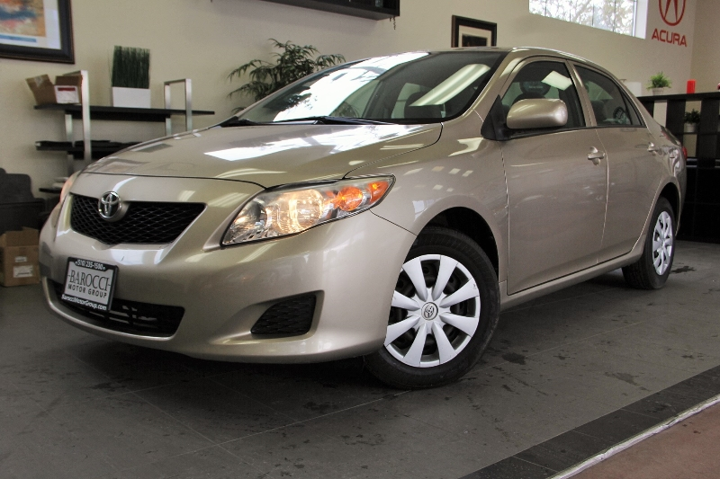 2009 Toyota Corolla XLE 4dr Sedan 4 Speed Auto Gold This is a beautiful vehicle in great conditi