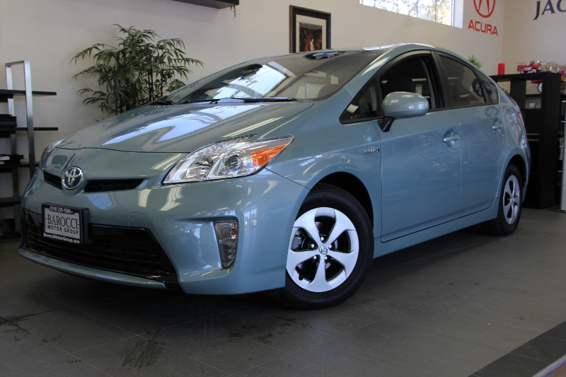 2015 Toyota Prius Two 4dr Hatchback Automatic Blue Tan This is a fantastic vehicle that gets gr