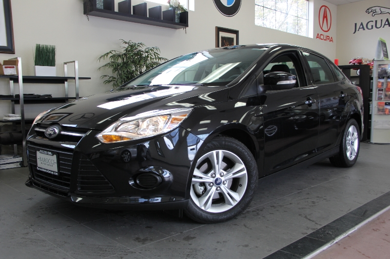 2013 Ford Focus SE 4dr Sedan Automatic Black Black This is a beautiful vehicle in great conditi