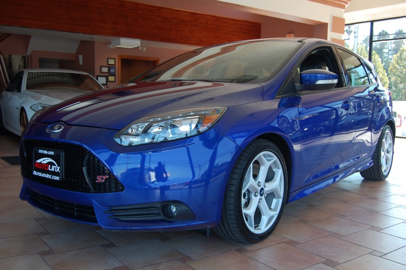2014 Ford Focus ST Hatch 5-Speed Manual  Blue Black 6 speed Turbo Dont pay too much for the g