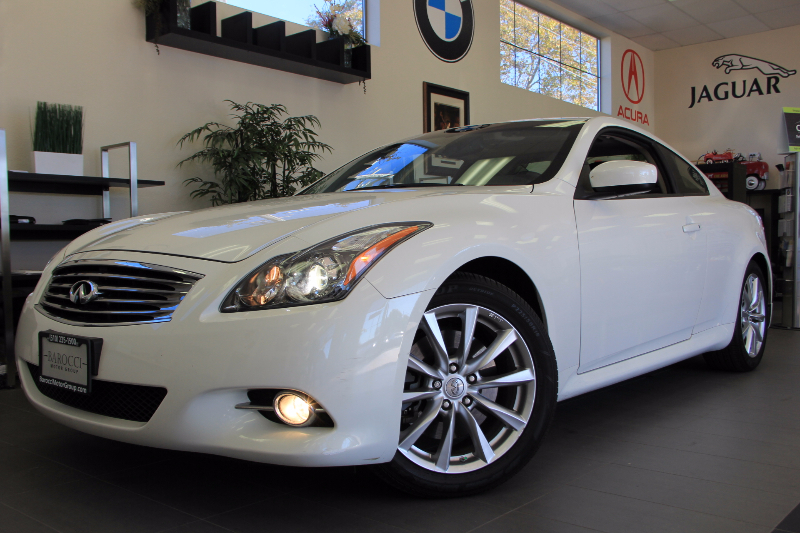 2013 Infiniti G37 Coupe Journey 2dr Coupe Automatic White Black This one is in excellent condit