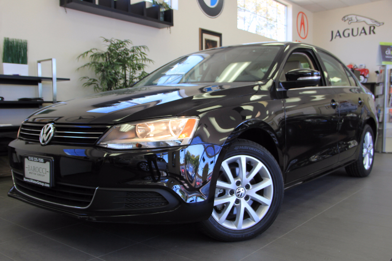 2013 Volkswagen Jetta SE PZEV 4dr Sedan 6A Automatic Black Tan This is a beautiful vehicle in g