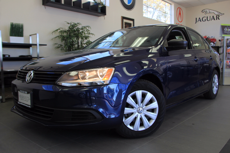 2014 Volkswagen Jetta S 4dr Sedan 6A Automatic Blue Black This is a beautiful vehicle in great