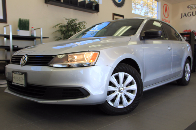 2014 Volkswagen Jetta S 4dr Sedan 6A Automatic Silver Black This is a beautiful vehicle in grea