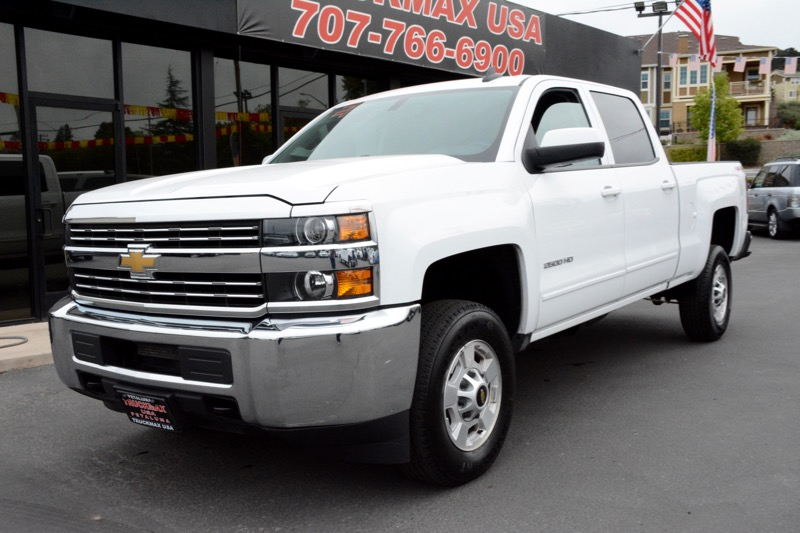 2015 Chevrolet Silverado 2500HD LT 4x4  4dr Crew Cab LB Automatic White Beige 6-Speed Automatic