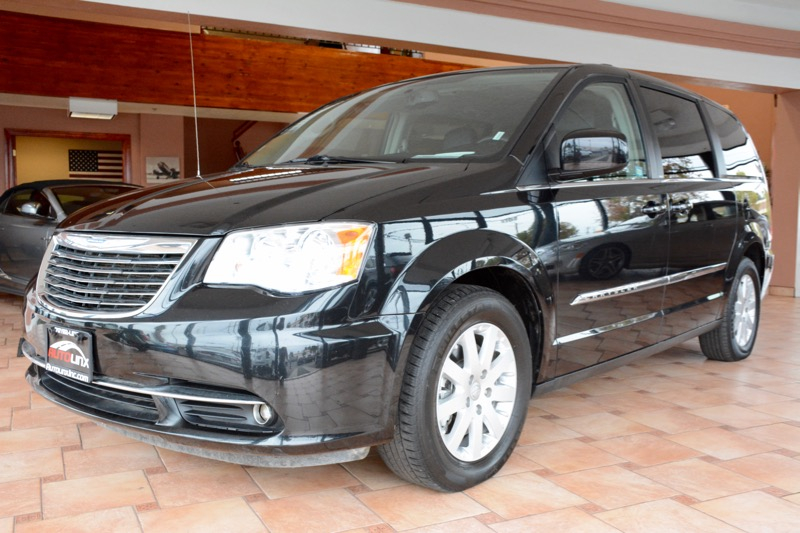 2014 Chrysler Town and Country Touring 4dr Mini-Van 6-Speed Automatic Black Black Wow Where do