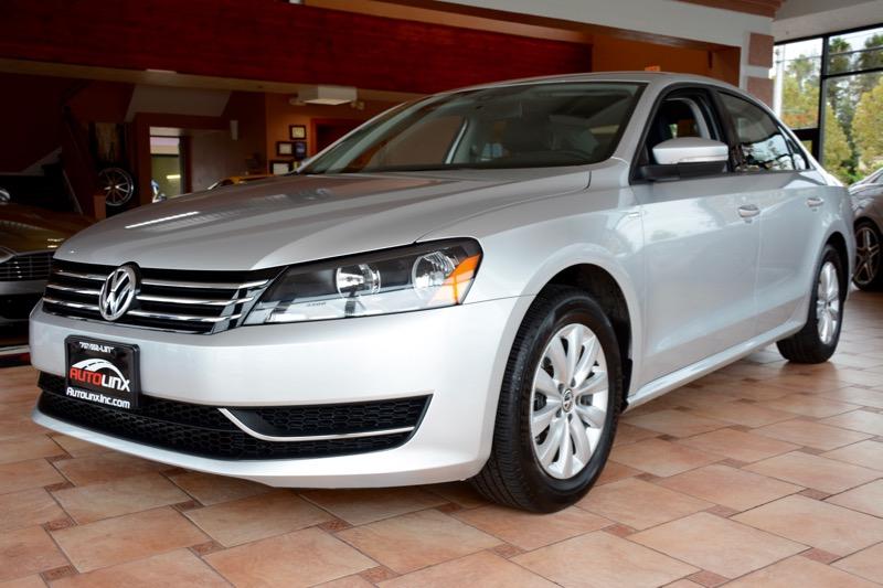 2015 Volkswagen Passat S PZEV 4dr Sedan 5M Gas Silver Black Turbocharged Stick shift Your que