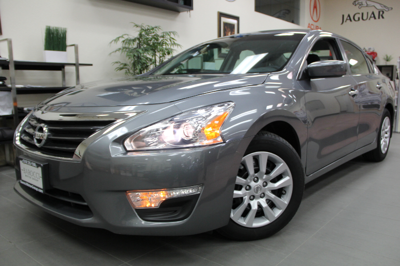 2014 Nissan Altima 25 4dr Sedan Continuously Variable Transmission  Gray Black This is a beaut