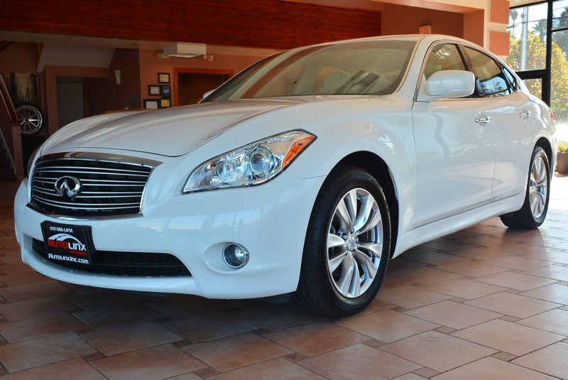 2012 Infiniti M37 4D Sedan Automatic White Tan ATTENTION What a price for a 12 How would you