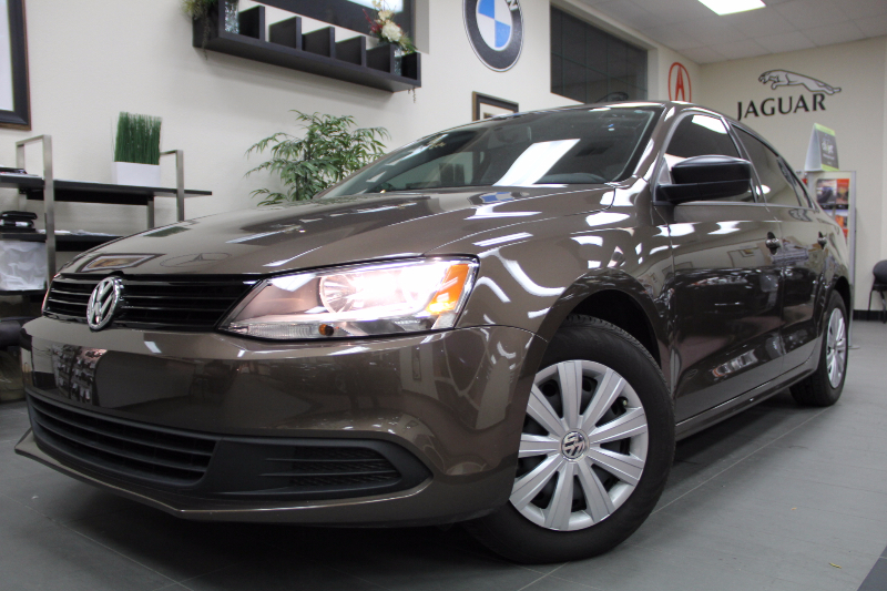 2014 Volkswagen Jetta S 4dr Sedan 6A Automatic Bronze Beige This is a beautiful vehicle in grea