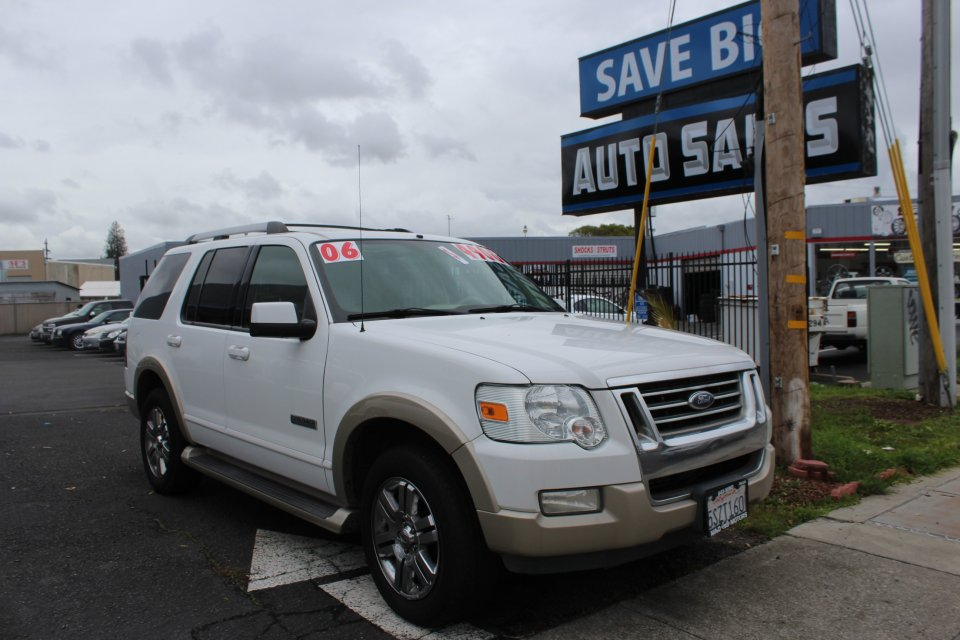 2006 Ford Explorer Eddie Bauer 46L 4WD 6-Speed Automatic White Tan This is a beautiful vehicle
