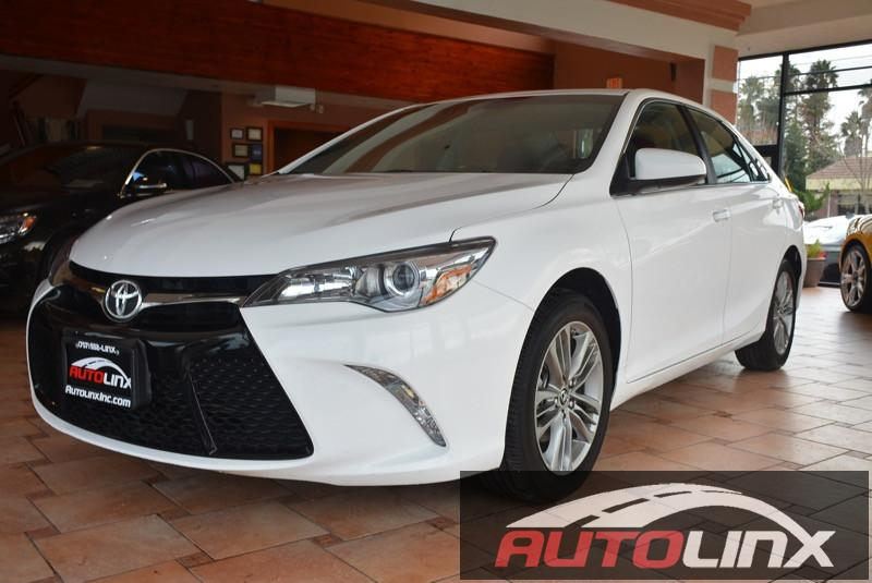 2015 Toyota Camry SE 4D Sedan Automatic White Black Accident free Carfax History One Owner Co