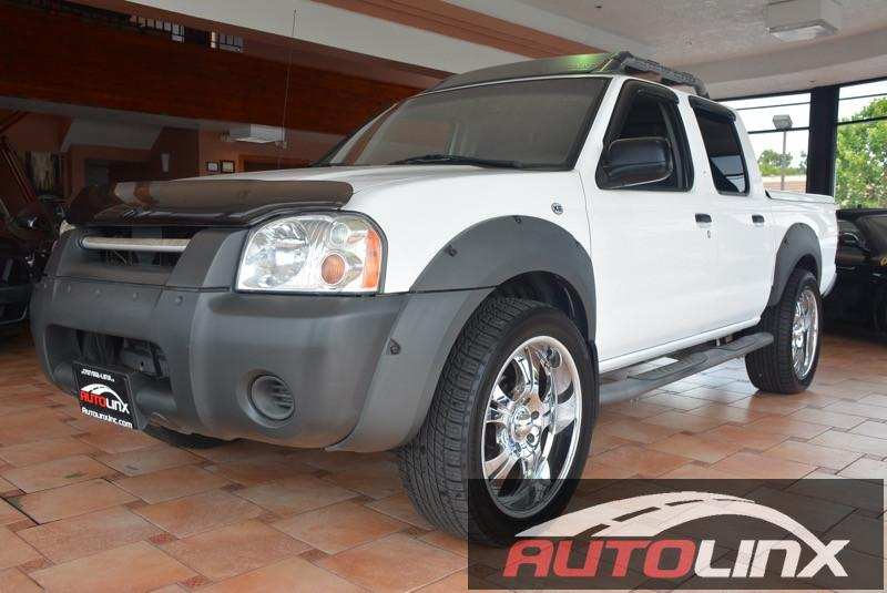 2001 Nissan Frontier Crew Cab XE Crew Cab 4WD Automatic White Gray 33L V6 SMPI SOHC ATTENTION