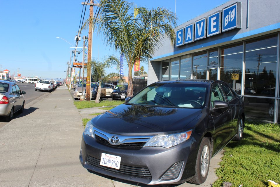 2012 Toyota Camry LE 4D Sedan Automatic Charcoal Charcoal This is a beautiful vehicle in great