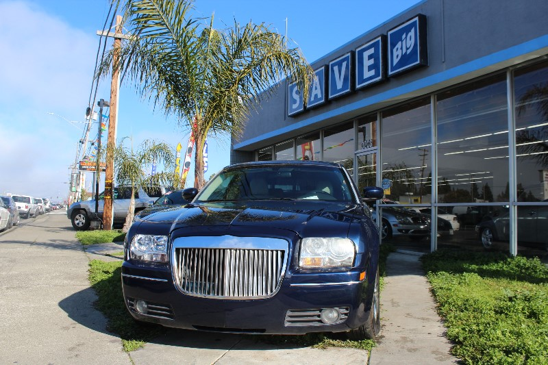 2006 Chrysler 300 Touring Automatic Blue Gray This is a beautiful vehicle in great condition in