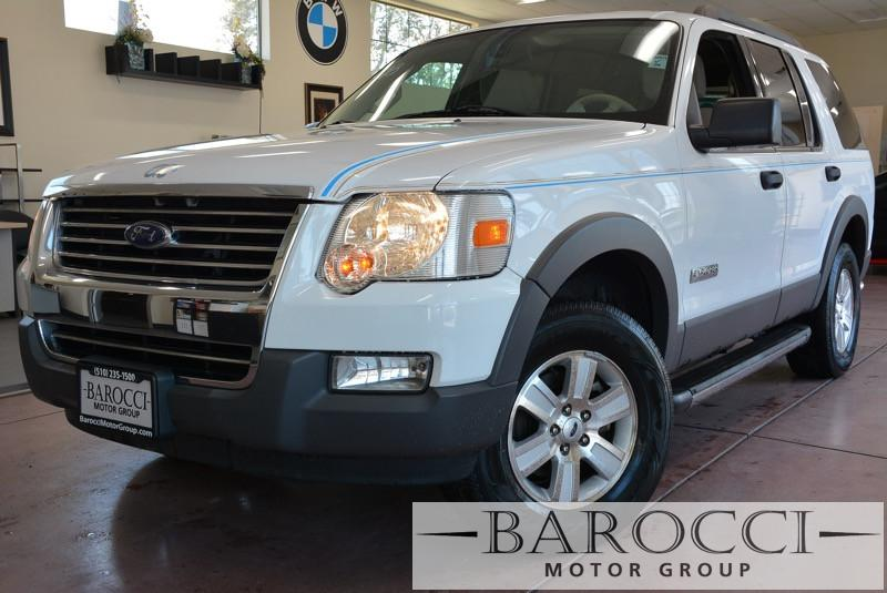 2006 Ford Explorer XLT 4dr SUV 4WD wV6 Automatic White Beige This is a beautiful vehicle in gr