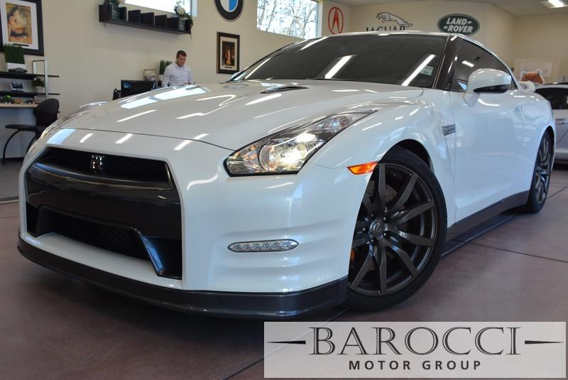 2014 Nissan GT-R Premium AWD  2dr Coupe 6 Speed Auto White Black This is a beautiful vehicle in