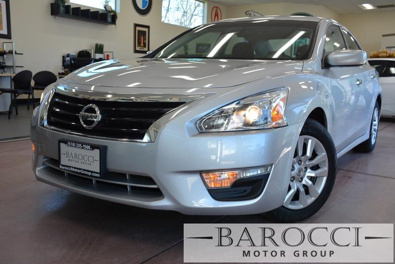 2015 Nissan Altima 25 4dr Sedan Continuously Variable Transmission  Silver Black This is a bea