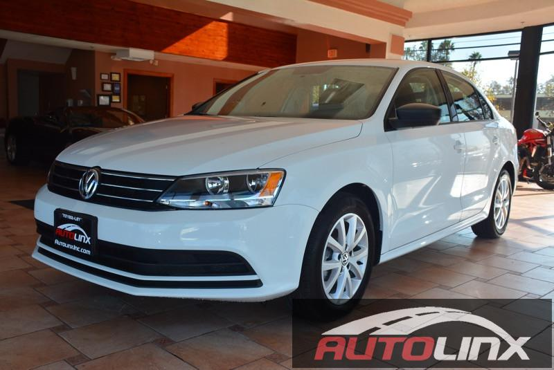 2015 Volkswagen Jetta 18T SE wPZEV Automatic 6-Speed White Gray Bluetooth Hands-Free Portab