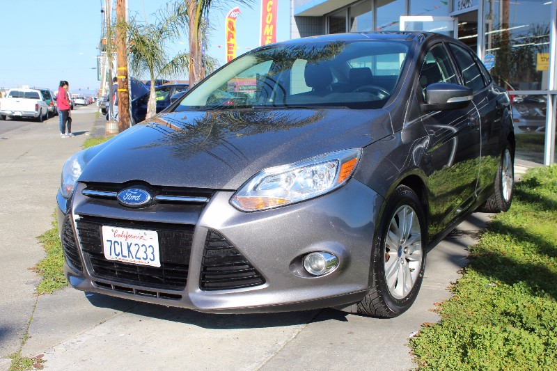 2012 Ford Focus SEL Sedan 6-Speed Automatic Gray Charcoal This is a beautiful vehicle in great