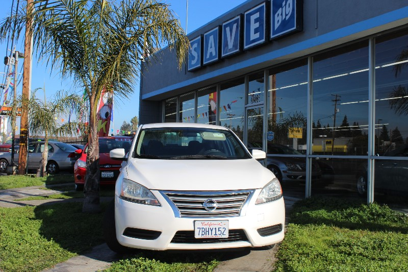 2013 Nissan Sentra SV CVT Continuously Variable White White This is a beautiful vehicle in gr
