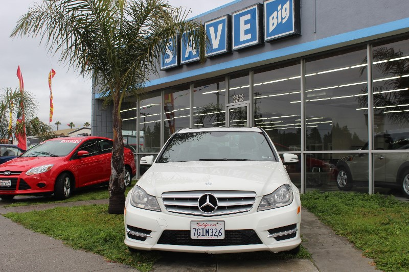 2012 MERCEDES C-Class C250 Sport Sedan 7-Speed Automatic White Black This is a beautiful vehicl