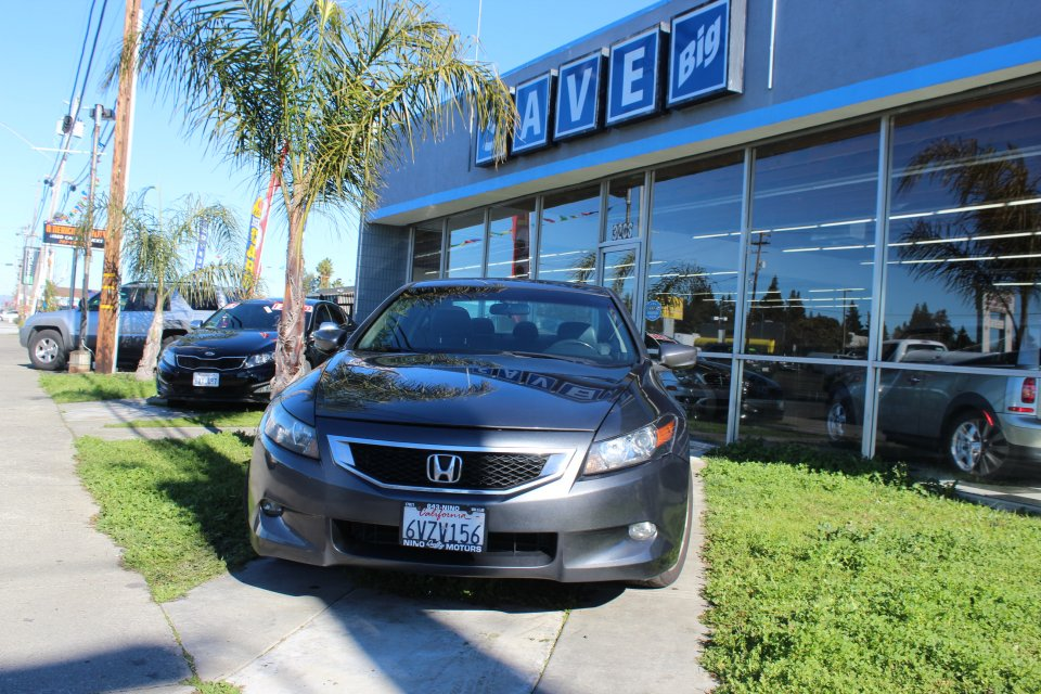 2008 Honda Accord EX-L V-6 Coupe AT 5-Speed Automatic Gray Black This is a beautiful vehicle in