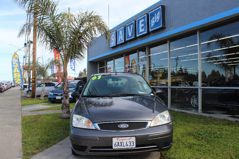 2007 Ford Focus ZX3 4-Speed Automatic  Charcoal Gray This is a beautiful vehicle in great condi