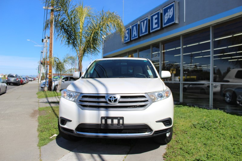 2013 Toyota Highlander 4D Utility Automatic Off White Tan We are proud to offer an exquisite on